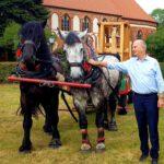 Woidke mit Glockenwagen in Marienfliess