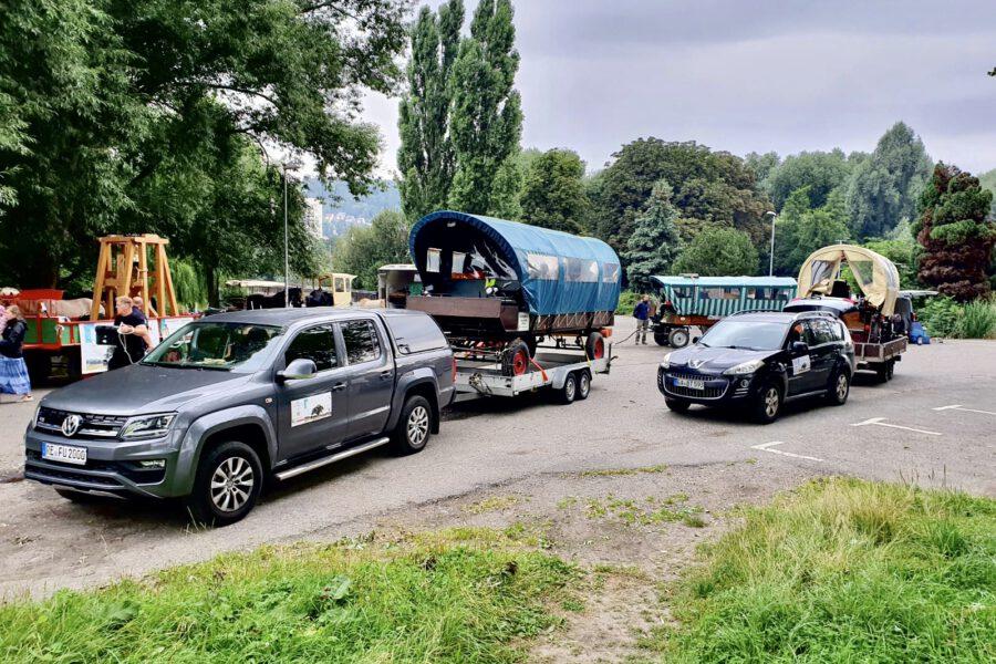 Sicherheit geht vor. Vor dem Jägersberg/Jena wurden Kutschen in Pferde für 5 km auf die Trailer verladen.